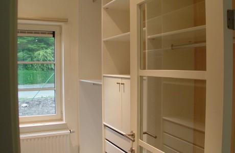 placard beige et blanc sans portes