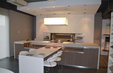 cuisine blanche et bois de couleur taupe