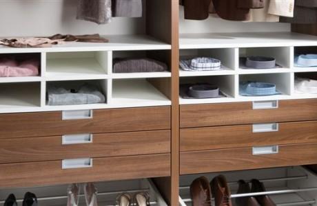 meuble dressing en bois de couleur blanc et bois