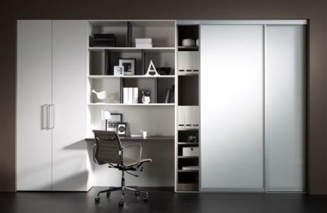 armoire et bureau blanc