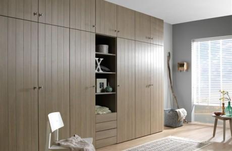 armoire en bois clair